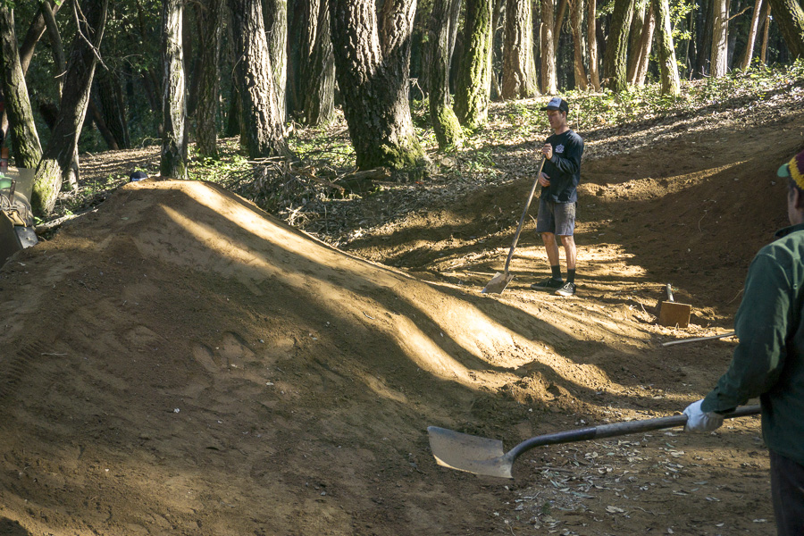 07_2015-02-22-bonny-doon-buels-pumptrack-build_28