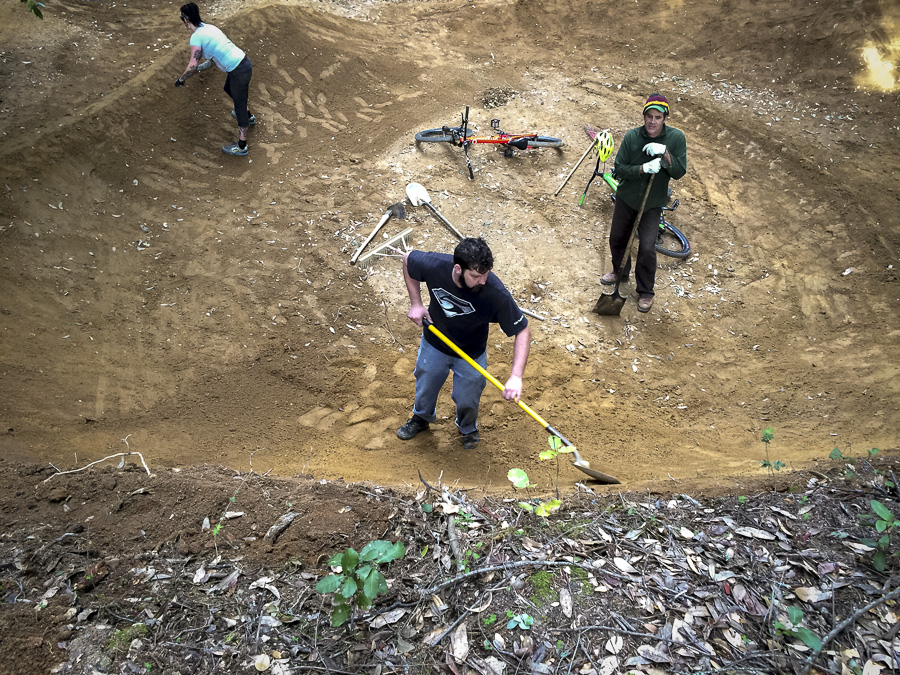 08_2015-02-22-bonny-doon-buels-pumptrack-build_33