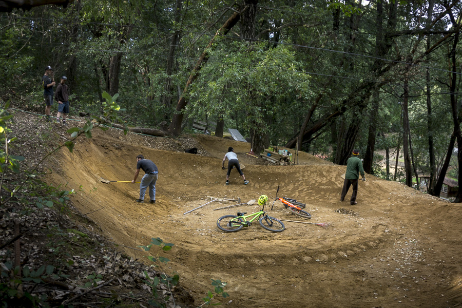 13_2015-02-22-bonny-doon-buels-pumptrack-build_54
