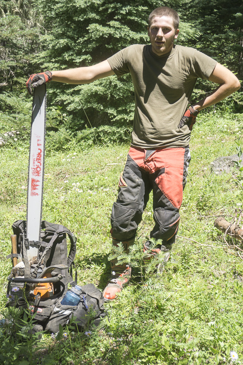 09__2015-07-02-or-prospect-moto-camping-chris-dave_048_trailmaitenance_42_chainsaw_backpack_oregon