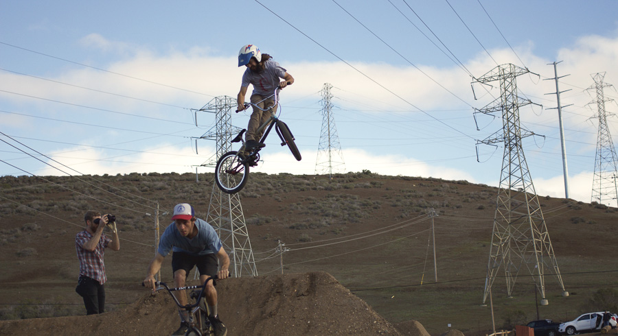 25__2015-12-28-cold-weather-camping-morro-bay_anthony_09-chris-riesner-bmx-trails-dirtjumps-vintage-helmet-oldschool_1